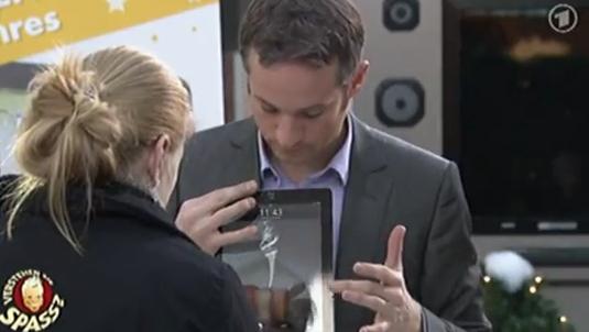 El ilusionista alemán Simon Pierro hace magia con un iPad