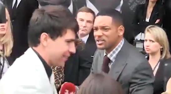 Will Smith le da una bofetada a un reportero que trató de besarlo