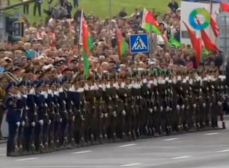 Impresionante desfile militar en Bielorusia con efecto dominó