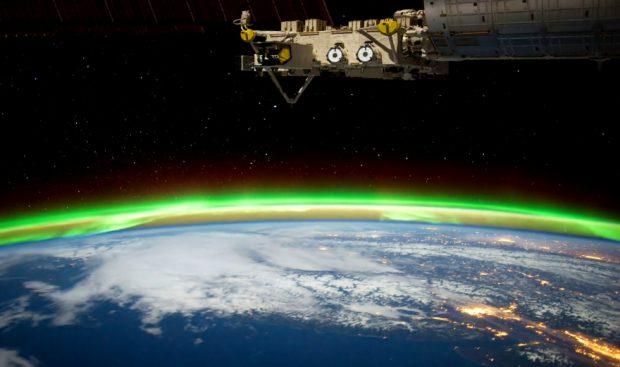 Bellísimas imágenes tomadas de noche desde la Estación Espacial Internacional