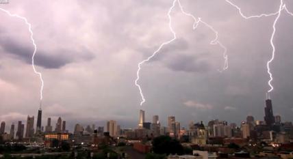 Tres rayos caen sobre los tres edificios más altos de Chicago al mismo tiempo