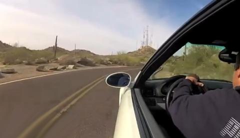 Un chaval estrella un BMW M3 contra las rocas