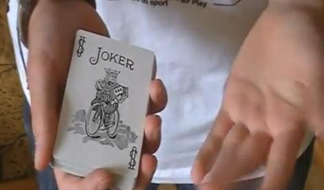 Movimientos de cartas que parecen sencillos pero no lo son