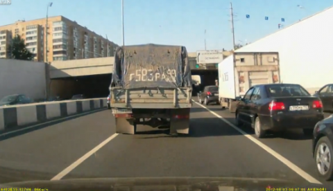 Troll provocando un atasco en una carretera rusa