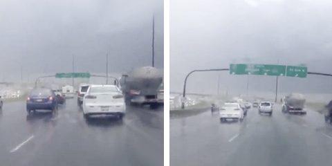 Señalización de tráfico es agitada violentamente durante una tormenta en Canadá