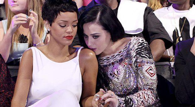 Rihanna y Katy Perry no hacen nada más que sobarse en la gala de los MTV Video Music Awards 2012