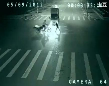 ¿Teletransportación captada por una cámara de seguridad?