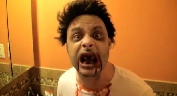 Un zombie asusta a los trabajadores de restaurantes de comida rápida