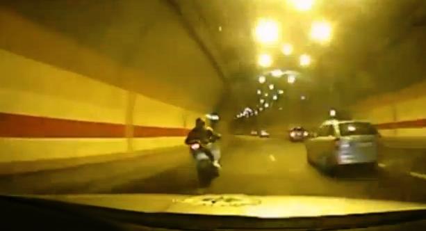 Persecución policial a un motorista