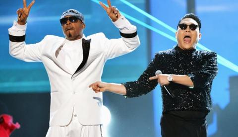 PSY y MC Hammer bailan el Gangnam Style en los AMA 2012