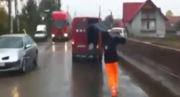 Así es como se transportan las tuberías en Rumanía