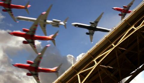 Time lapse: Aviones aterrizando en el Aeropuerto Internacional de San Diego