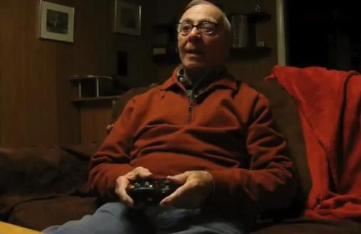 Jugando a la consola con mi abuelo de 84 años