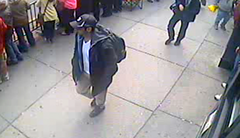 El FBI publica imágenes de los dos sospechosos de los atentados de Boston
