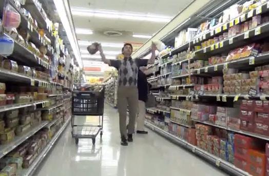 Idiotas que van a los supermercados a rebentar botellas de leche contra el suelo haciendo creer que se han resbalado