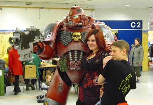 Impresionante cosplay de Space Marine de Warhammer 40k