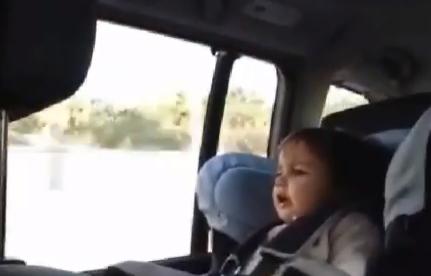 Niña de 2 años le canta a Rajoy ''En el paro estoy''
