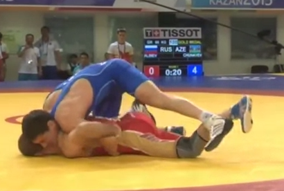El luchador Rasul Chunayev celebra la victoria con un baile muy peculiar