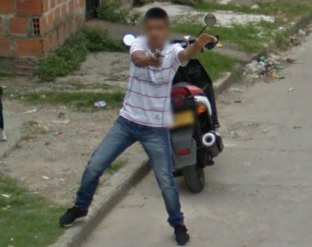 Google Street View se estrena en Colombia... y le reciben pistola en mano