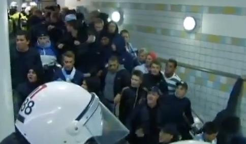 La forma más rápida de desalojar a los hooligans de las escaleras mecánicas del metro