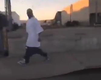 ¡¡¡Súbete los pantalones hombre!!!