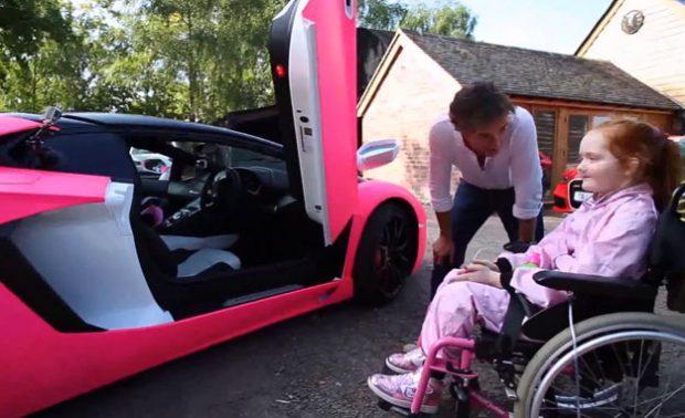 Richard Hammond, presentador de Top Gear, le concede un deseo a una niña enferma