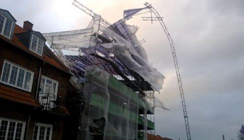 Un andamio de 6 pisos se derrumba durante una tormenta en Dinamarca