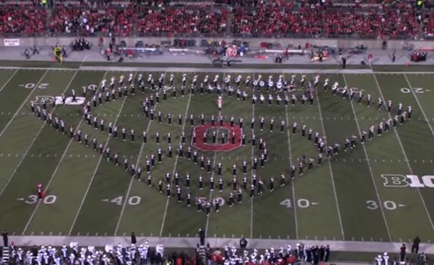 La banda de la Universidad de Ohio realiza un increíble homenaje a algunos éxitos del cine