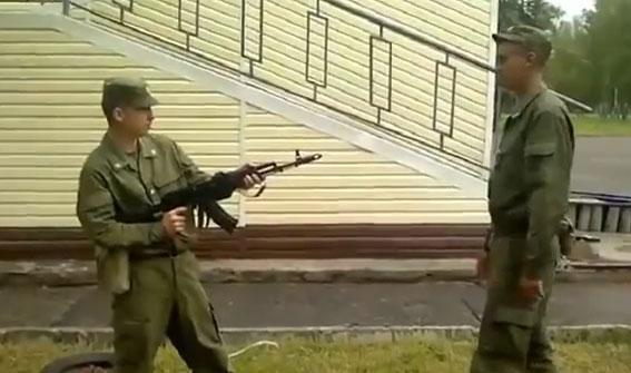 Cómo desarmar a alguien con una AK-47