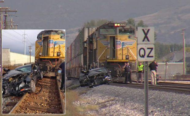 Una mujer choca su coche contra un tren al escapar de la policía y luego es arrollada por otro (vídeo)