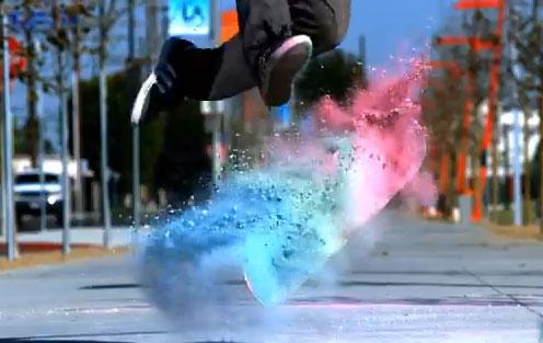 Tablas de skate cubiertas de tiza a cámara lenta