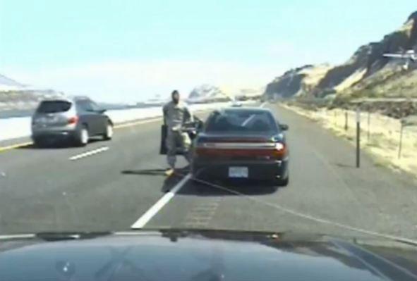 Tiroteo mortal entre un veterano militar y la policía en la carretera Interestatal 84 en Oregón (vídeo)