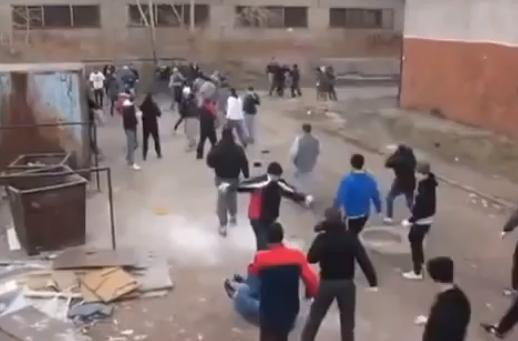 Estudiantes rusos salen al recreo
