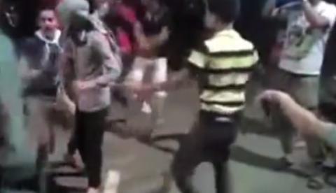 Se le dispara el fusil mientras baila el 'Gangnam Style' y mata a tres personas