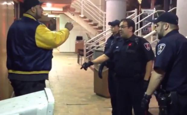 La policía reduce a un hombre borracho con una pistola táser