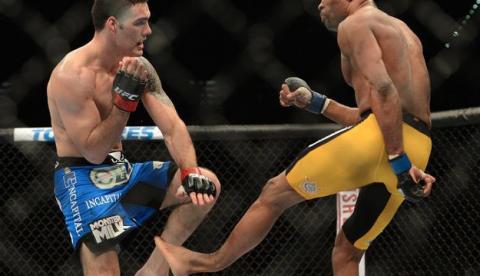 Anderson Silva se rompe la pierna en una pelea contra Chris Weidman (Vídeo)