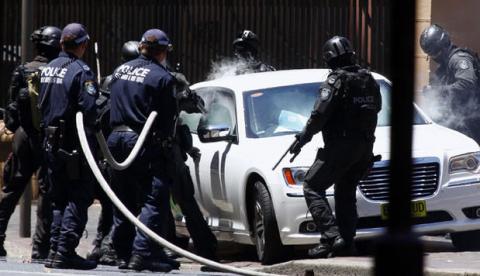 Espectacular arresto en Sidney frente al Parlamento por una amenaza de bomba