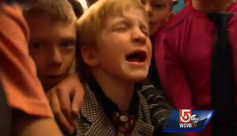 Amigos de un niño que sufre bullying se visten como él para que dejen de molestarlo