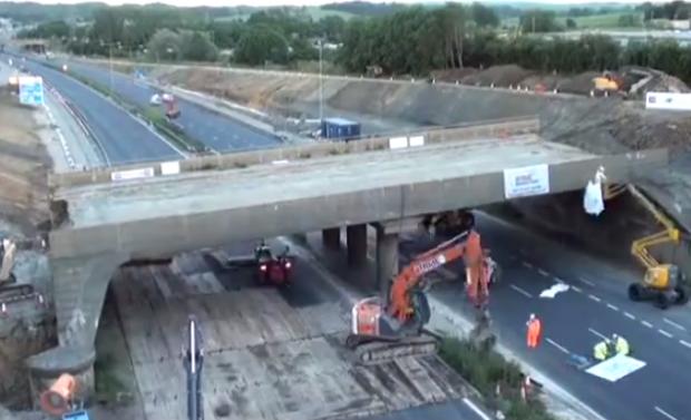Cómo demoler un puente de 1.400 toneladas en menos de 16 horas