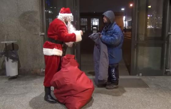 Porque un día como hoy, los sin techo también se merecen un regalo