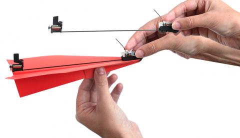 Cómo convertir un avión de papel en un avión de combate a control remoto