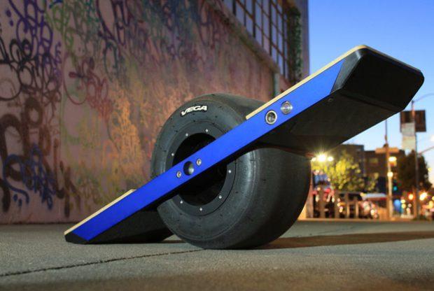 ¿Alguna vez has visto un monopatín de una rueda? Ojo a este prototipo...
