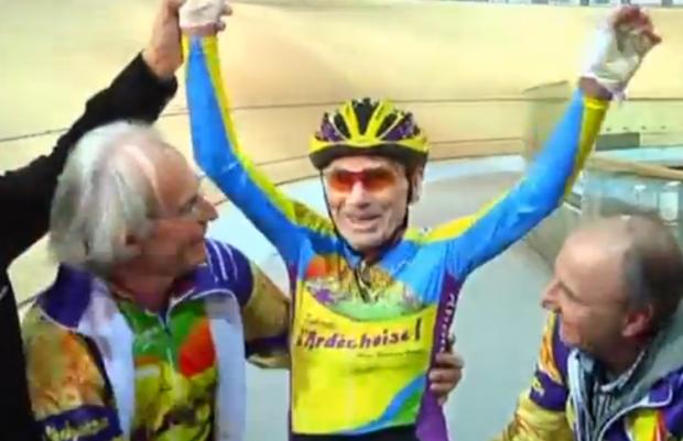 Un ciclista francés supera su propia plusmarca a los 102 años