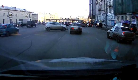 Así es como aparcan en Rusia