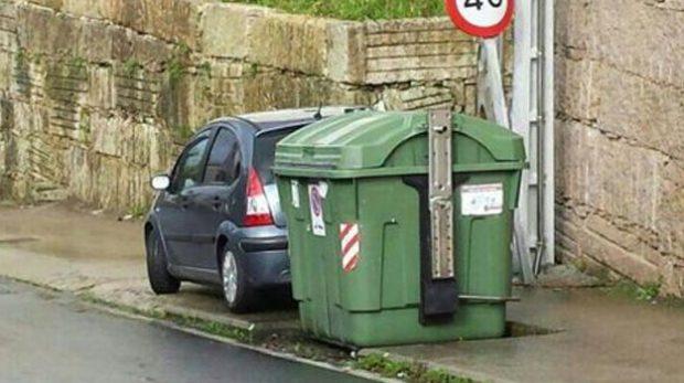 El coche radar de Vigo multa escondido desde la acera
