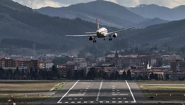 Escalofriante intento de aterrizaje del avión del Baskonia en Loiu