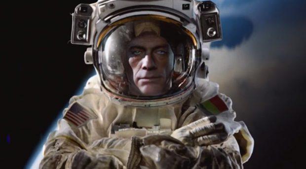 Van Damme supera a Chuck Norris en el espacio