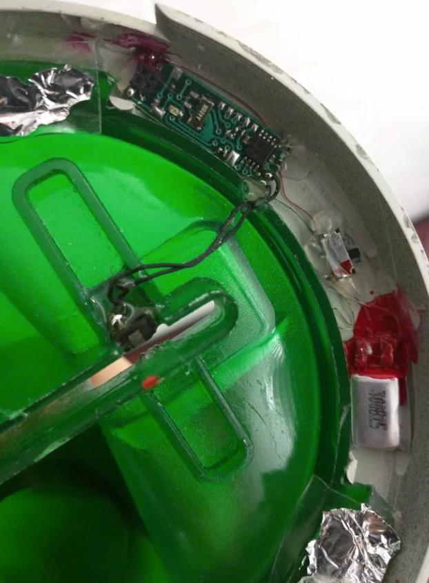 experto-seguridad-encuentra-skimmer-cajero-viena-2
