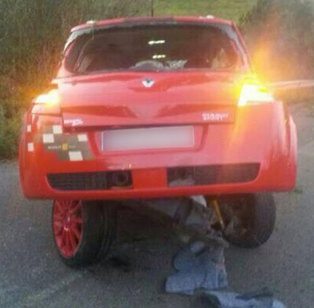 accidente-renault-megane-rojo-3