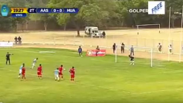 Quisieron imitar el penalti de Messi y Suárez, pero les salió ESTO...